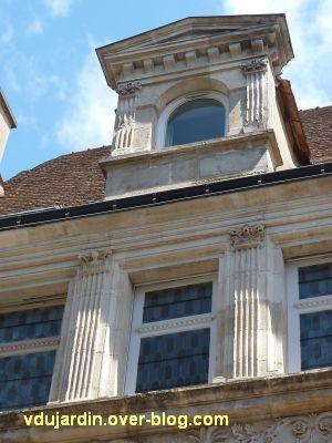 Poitiers, l'hôtel Pelisson, 13, la travée centrale du deuxième étage et du comble