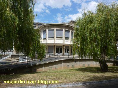 Poitiers, l'ancien sanatorium, 4, l'avancée centrale en demi-cercle