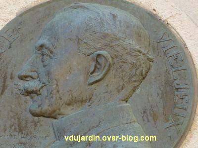 Le mémorial à Vieljeux par Prud'homme à La Rochelle, 5, détail du visage sur le médaillon