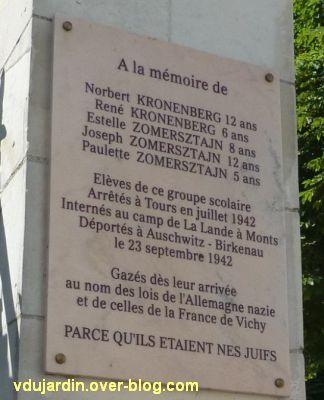 Ecole Mirabeau à Tours, plaque commémorant la déportation de cinq élèves, Norbert et Renée Kronenberg, Estelle, Joseph et Paulette Zomerstain
