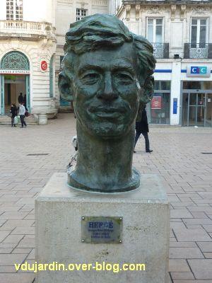 Angoulême, la tête d'Hergé, 1, vue générale