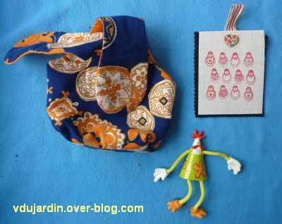 Mon anniversaire 2011 par Véro bis, 3, sac noué, poule aimantée et matriochka