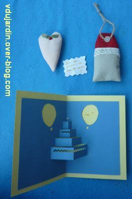 Mon anniversaire 2011 par Capucine, 2, carte ouverte et pendouilles à la lavande