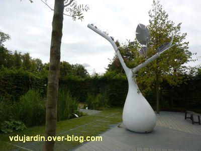 Chaumont-sur-Loire, festival 2011, le jardin 18, 2, les lampadaires arrosoirs et réserves d'eau