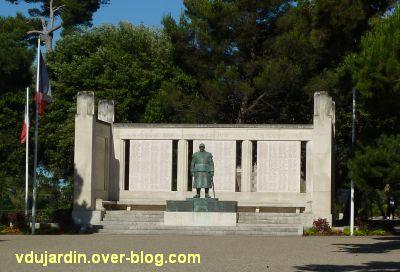 Monument aux morts de La Rochelle, 02, vu de face