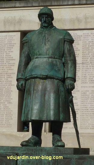 Monument aux morts de La Rochelle, 07, le soldat de face