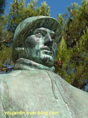 Monument aux morts de La Rochelle, 10, la tête du soldat