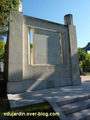 Monument aux morts de La Rochelle, 15, un côté du monument