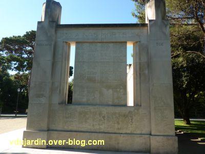 Monument aux morts de La Rochelle, 16, l'autre côté du monument