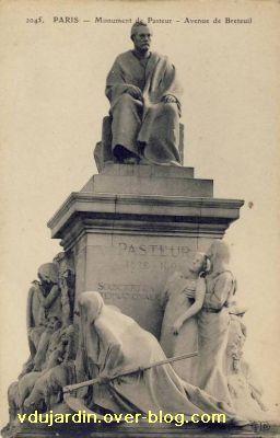 Paris, monument à Pasteur par Falguière, Carte postale ancienne, 3, vue de face