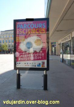 Poitiers, ville inaccessible au handicap, 10, enfin du mobilier aux normes