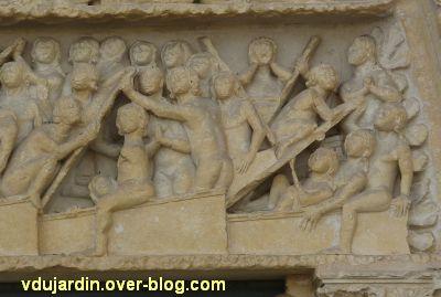 Poitiers, le jugement dernier de la cathédrale, 05, résurrecttion des morts, à droite