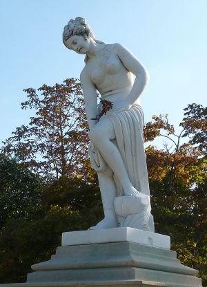 Angers, une statue du mail en automne