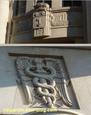 La poste centrale d'Angers, 2, relief au-dessus de l'entrée et caducée