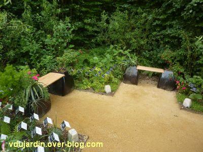 Chaumont-sur-Loire, festival 2011, le jardin 12, 5, deux petits bancs