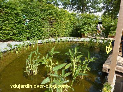 Chaumont-sur-Loire, festival 2011, le jardin 3, 2, la fontaine sur le bassin et le vélo
