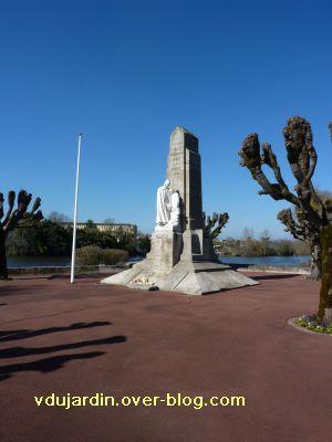 Le monument aux morts de Confolens par Coutheillas, 1, le monument