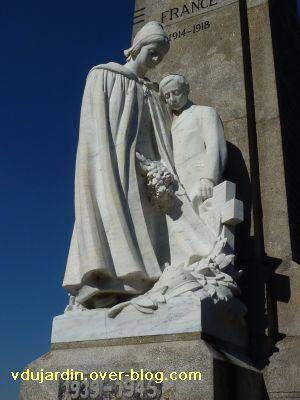 Le monument aux morts de Confolens par Coutheillas, 4, le groupe sculpté