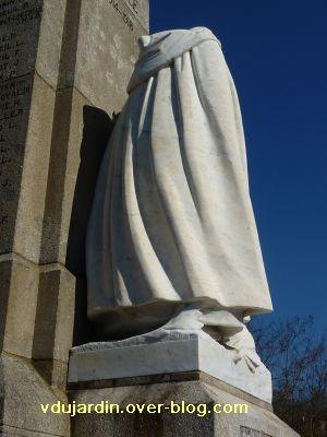 Le monument aux morts de Confolens par Coutheillas, 5, le dos de la veuve