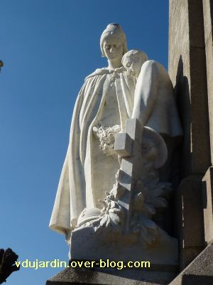 Le monument aux morts de Confolens par Coutheillas, 6, la mère face à la tombe