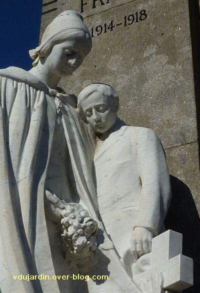 Le monument aux morts de Confolens par Coutheillas, 8, détail de la mère et de l'enfant