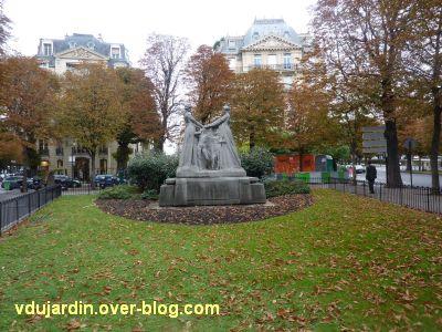 Paris, monument à l'amitié franco-belge, 1, vu de loin
