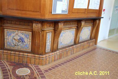 Poitiers, l'intérieur de la poste, 2, guichet avant travaux en 2011, cliché A.C