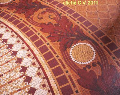 Poitiers, l'intérieur de la poste, 6, sol de mosaïque, cliché G.V.