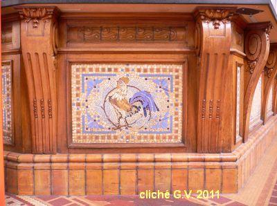 Poitiers, l'intérieur de la poste, 2bis, détail mosaïque d'un guichet, cliché G.V.