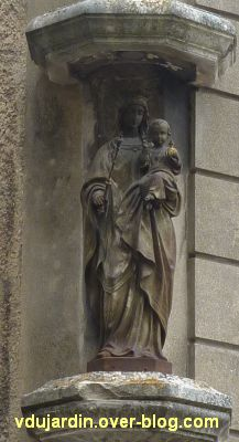 Poitiers, statues religieuses, 06, Vierge à l'Enfant, rue de Puygarreau