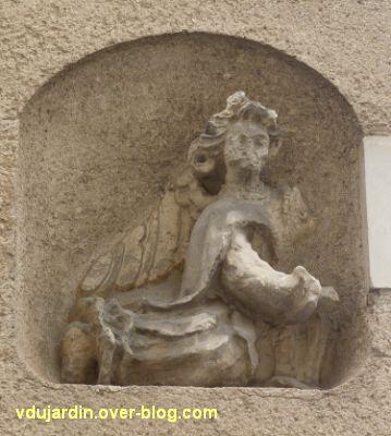 Poitiers, statues religieuses, 08, un des anges, rue Faguet