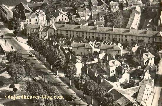 Poitiers, vue aérienne des années 1950, le quartier de Montierneuf, détail de la cité Gabillet