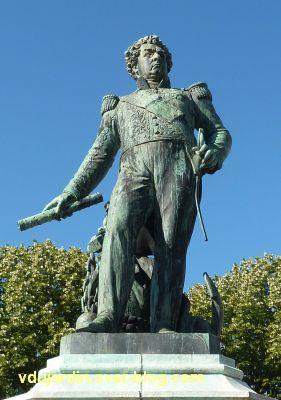 Le monument de l'amiral Duperré à La Rochelle, 06, de face