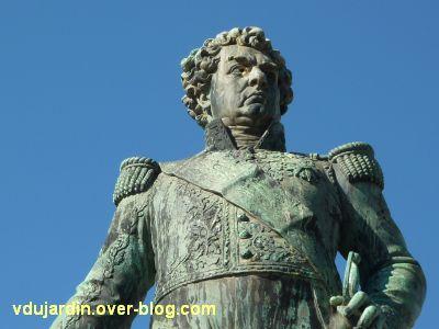 Le monument de l'amiral Duperré à La Rochelle, 07, détail du torse