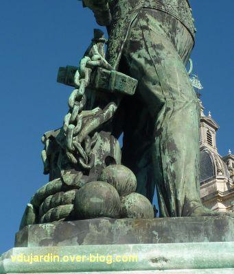Le monument de l'amiral Duperré à La Rochelle, 09, l'ancre et les boulets