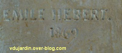 Le monument de l'amiral Duperré à La Rochelle, 13, signature Emile Hébert sur le premier relief