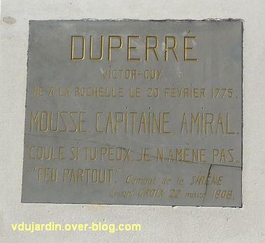 Le monument de l'amiral Duperré à La Rochelle, 16, la plaque d'identification