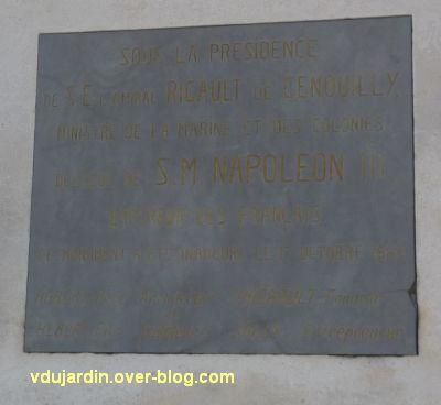 Le monument de l'amiral Duperré à La Rochelle, 17, la plaque de l'inauguration