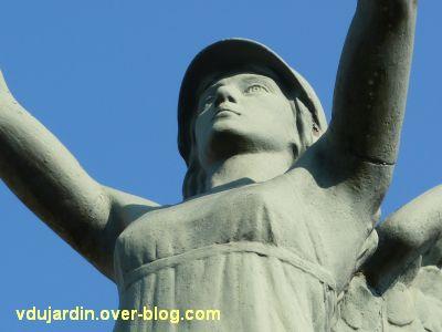 Le monument aux morts de Lessac (Charente), 3, détail du buste