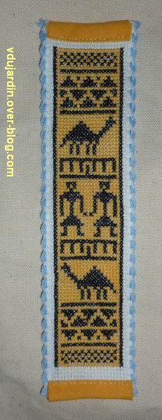 Marque-page de style africain terminé avec un fond jaune