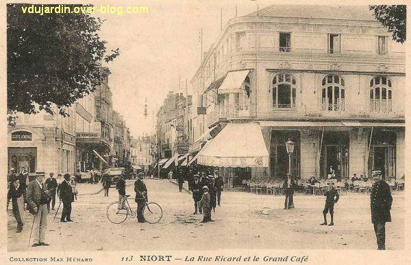 Niort, le grand café sur une carte postale ancienne