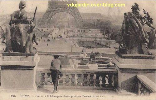 Paris, l'ancien palais du Trocadéro, carte postale ancienne, 1, de la fontaine vers la tour Eiffel