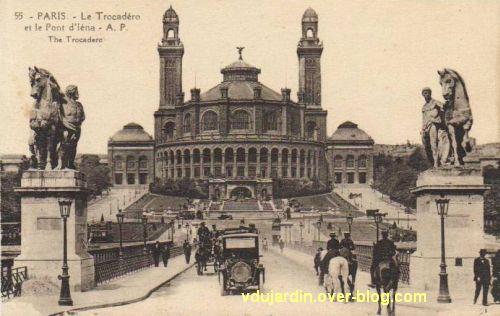 Paris, l'ancien palais du Trocadéro, carte postale ancienne, 2, le palais depuis le pont