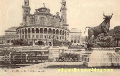 Paris, l'ancien palais du Trocadéro, carte postale ancienne, 5, le taureau