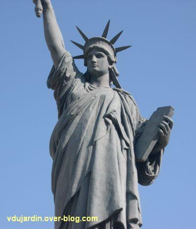 Poitiers, la statue de la liberté, 2, de face