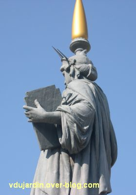 Poitiers, la statue de la liberté, 5, le profil gauche
