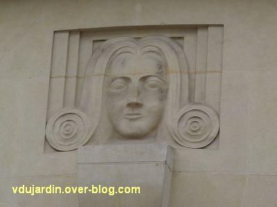 Poitiers, immeubles des frères Martineau, vue 5, rue d'Alsace-Lorraine, la rête sculptée
