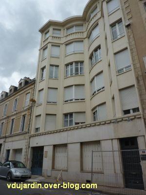 Poitiers, immeubles des frères Martineau, vue 2, rue des écossais, façade
