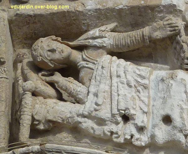 Poitiers, la Nativité de la façade de Notre-Dame-la-Grande, Marie alitée