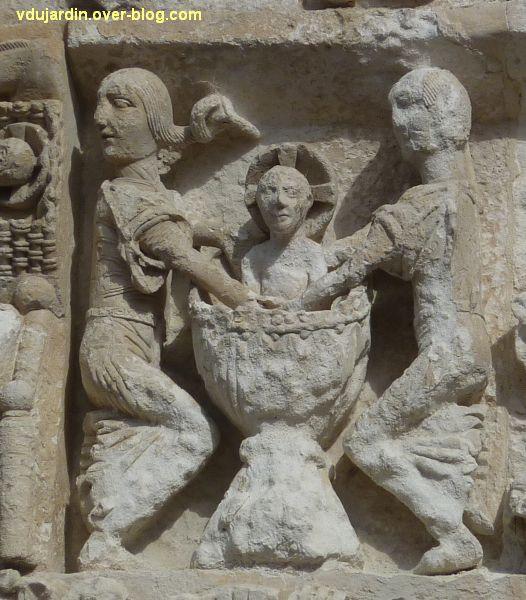 Poitiers, la Nativité de la façade de Notre-Dame-la-Grande, le bain de l'Enfant